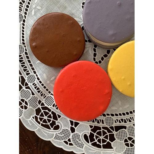 *Hokkaido Milk Chocolate Chips Macaron Gelato*